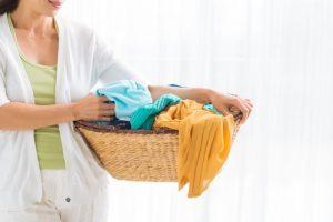 çamaşır sepetini doldurun